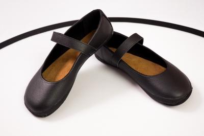 Barefoot ballerina (black with black lining) (Sundara)